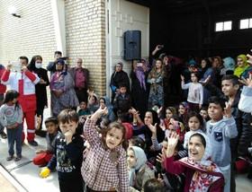 کامیونت نمایش سیار کانون پرورش فکری و اجرای فعالیتهای فرهنگیهنری ویژه کودکان و نوجوانان مناطق سیلزده