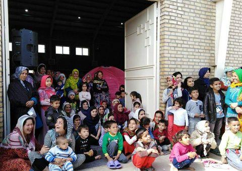 نقشآفرینی گروه هنری کانون پرورش فکری گلستان برای کودکان و نوجوانان مناطق سیلزده
