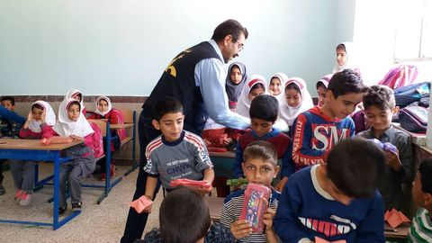 اولین روز امداد فرهنگی کانون ایلام در مناطق سیل زده دره شهر از نگاه تصویر
