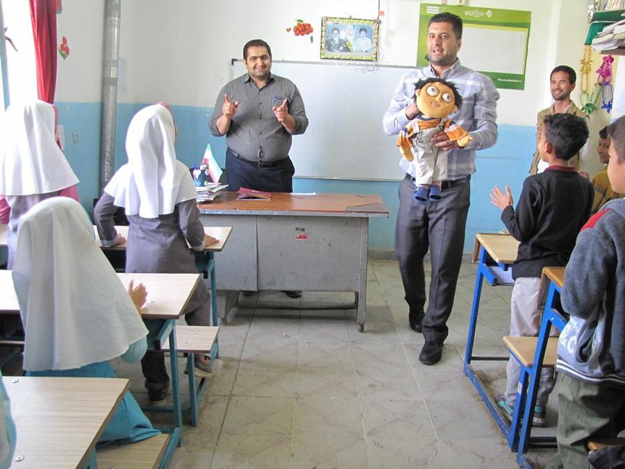 نقشآفرینی مربیان کتابخانههای سیار کانون گلستان در قالب امدادرسانی فرهنگی به سیلزدگان گمیشانی