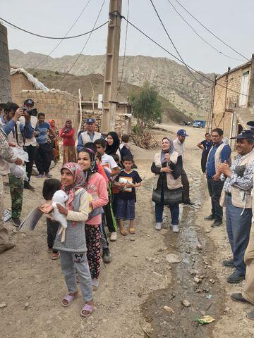 حضور مربیان کانون استان ایلام در امداد فرهنگی مناطق سیل زده استان لرستان