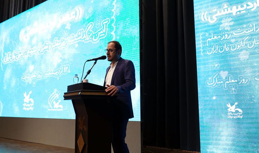 مدرسان اصلیترین سرمایههای کانون زبان ایران هستند
