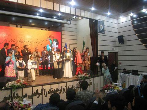 عضوکانون لرستان تندیس طلایی جشنواره نقاله خوانی رادریافت کرد