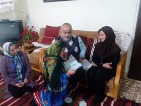 دیدار مدیرکل کانون پرورش فکری گلستان با عضو نوجوان هنرمندکتابخانه سیار کانون گرگان