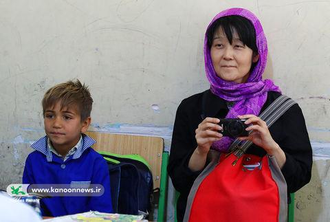 کیکو آیکو پژوهشگر و مترجم کتابهای کودکان ایران به زبان ژاپنی همراه با کتابخانهی سیار روستایی کانون استان البرز