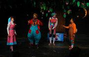 Performing show arkansa bear at center theater kanoon