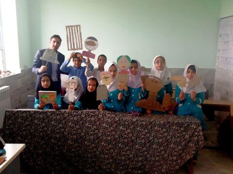 اجرای نمایش عروسکی در کتابخانه سیار روستایی خوسف