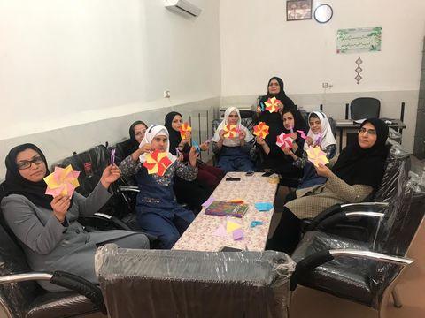 استقبال دانشآموزان از کلاسهای هنری کاغذ و تا در مرکز فرهنگیهنری شماره یک زابل(سیستان و بلوچستان)