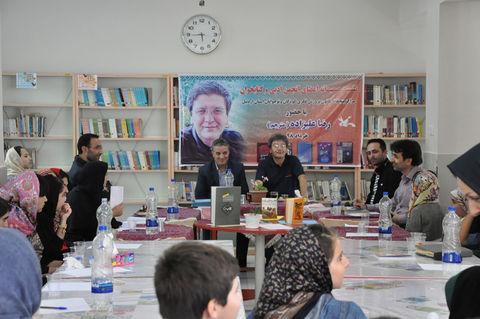 نشست اعضای انجمن ادبی و کتابخوان مراکز کانون اردبیل با حضور رضا علیزاده(مترجم)
