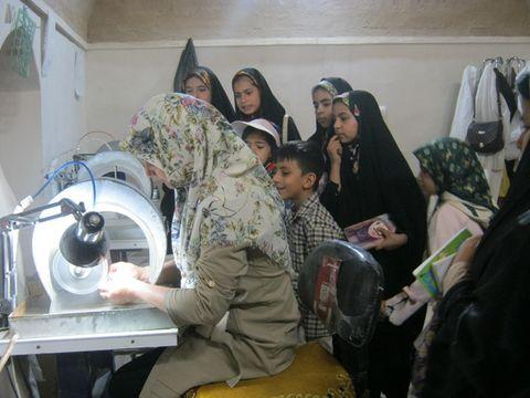 بازدید اعضای کانون بشرویه از مرکز صنایع دستی