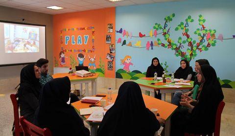 نشست فصلی مربیان ادبی استان کردستان  در سنندج برگزار شد