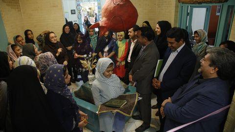 نمایشگاه نقاشی مدادرنگی زهرالسادات دهقان/ در قاب تصویر/ یزد- تیر98