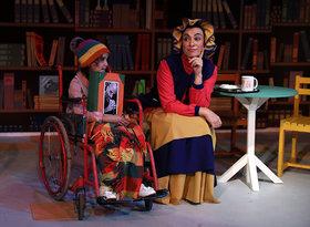 نمایش عموی عجیب بزرگ کوچیک من در مرکز تئاتر کانون