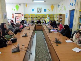 نشست تخصصی ادبی«ترنم واژهها»؛ مرکز شماره پنج کانون اردبیل