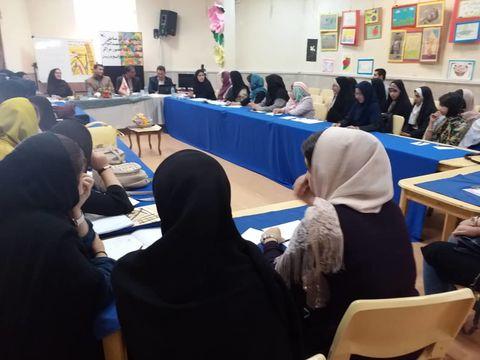 اولین نشست انجمن ادبی مناطق به میزبانی کانون بستانآباد برگزار شد