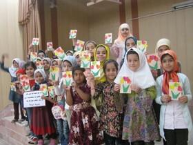 برپایی ایستگاه ساخت کارت تبریک در کانون بشرویه
