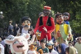 عروسکها برای کودکان کرمانشاهی شادی ارمغان آوردند