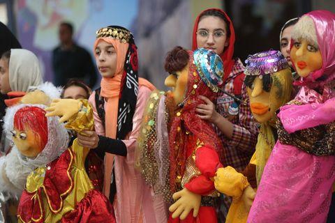 برگزاری شادپیمایی عروسکها همزمان با مراسم افتتاحیه دومین جشنواره ملی پویانمایی در کرمانشاه
