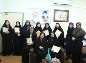 گزارش تصویری تقدیر مدیر کل کانون فارس از کارکنان با حجاب برتر