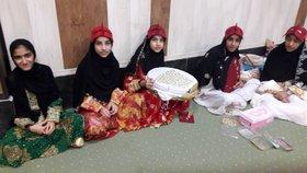 حضور فعال اعضای دختر کانون پروش فکری سیریک در نمایشگاه صنایع دستی