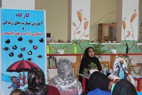 کارگاه آموزش مهارتهای زندگی و پیشگیری از آسیبهای اجتماعی