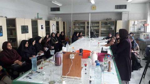 مربیان «فعالیتهای علمی کودکان و نوجوانان» برای کودکان را فراگرفتند