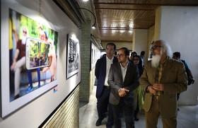 بازدید مدیرعامل کانون از نمایشگاه «قاب اول» همزمان با برپایی کارگاه آموزشی نمایندگان انجمن عکاسی