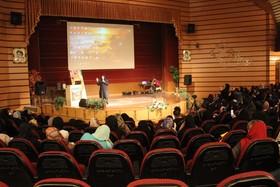 معرفی جشنواره قصهگویی کانون در همایش «هزار روز طلایی رشد کودک» کرج