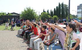 حضور کاروان«پیک امید» و«تماشاخانه سیار» کانون در مناطق کم برخوردار گیلان-  بخش چوکای شهرستان رضوانشهر