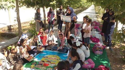 اجرای برنامه ی «پویش فصل گرم کتاب » کانون اصفهان 2وشهرستان فریدونشهر1