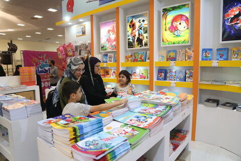 استقبال شهروندان از نمایشگاه نوشتافزار ایرانی اسلامی