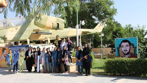 بازدید اعضای فعال کارگاههای ادبی مجتمع از باغ موزه دفاع مقدس