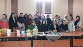 مریم زرنشان مهمان پنجمین انجمن ادبی آفرینش کانون استان همدان