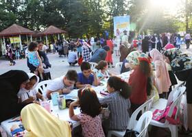 ایستگاه «پویش فصل گرم کتاب» در عمارت کلاه فرنگی رشت - مرکز فرهنگی هنری مجتمع کانون