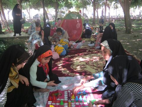 دور هميهاي كودكانه اعضای کانون بشرویه در پارك گلستان