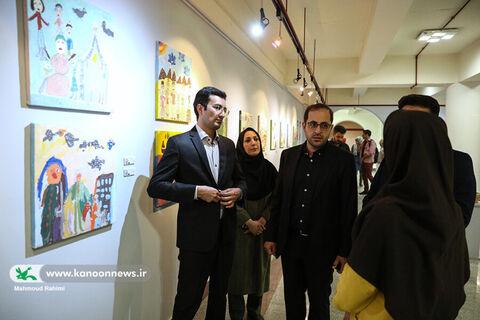 بازدید فاضل نظری مدیرعامل کانون از نمایشگاه هنرهای تجسمی اعضای کانون استان تهران در نگارخانه صبا