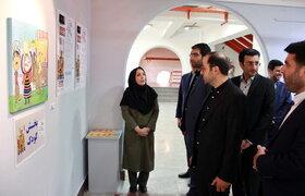 بازدید مدیر عامل کانون از نمایشگاه هنرهای تجسمی اعضای کانون استان تهران