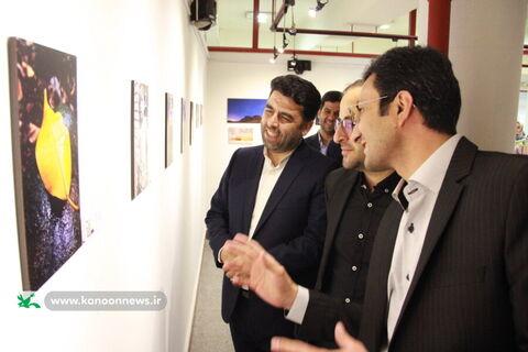 بازدید مدیر عامل کانون از نمایشگاه هنرهای تجسمی اعضای کانون استان تهران/ عکس از یونس بنامولایی