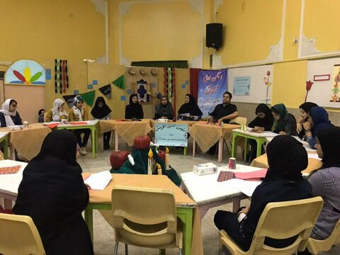 اجرای ویژه برنامه پنجره ای رو به آفرینش شعر و داستان در شهر گز