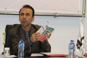 نقد کتاب «یک آسمان پرنده» در انجمن ادبی کانون سمنان