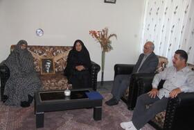 دیدار مدیرکل کانون استان با خانواده دو تن از شهدای جنگ تحمیلی به مناسبت هفته دفاع مقدس