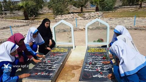 غبارروبی از مزار شهیدان توسط اعضای مراکز فرهنگیهنری سیستان و بلوچستان