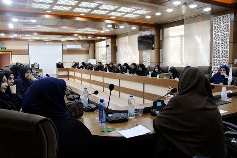 نشست تخصصی «ورود به دنیای قصه» با حضور فهیمه مرزبان برگزار شد