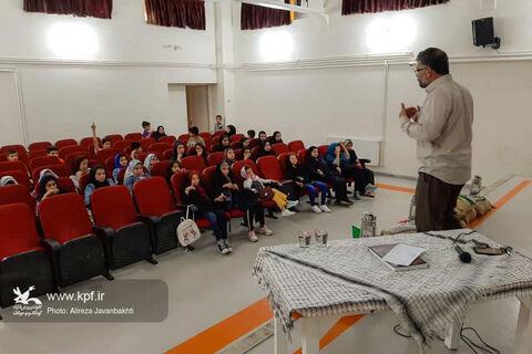 رضا هوشیار آزاده ۱۶ ساله در هفته دفاع مقدس مهمان اعضاء مرکز شماره ۳ شد