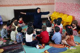 دومین روز از هفته ملی کودک و اجرای برنامه های فرهنگی و هنری در مجتمع نگهداری از کودکان بی سرپرست در شهر کرمانشاه