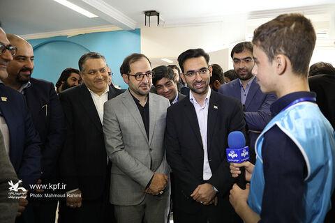 اهداء منشور آینده به وزیر ارتباطات
