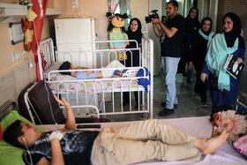 کودکان بستری در بیمارستانها از برنامههای هفتهی ملی کودک بهرهمند شدند