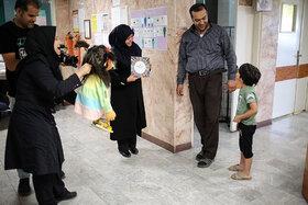 کودکان بیمارستان بهرامی عموزنجیرباف بازی کردند