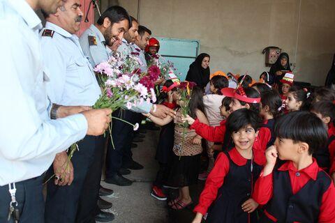 بازدید اعضای مراکز فرهنگی هنری از ایستگاه آتشنشانی