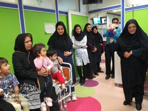 مربیان مراکز فرهنگی هنری جهرم  به عیادت کودکان بیمار رفتند